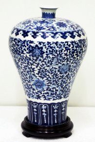 Chinese Blue & White Porcelain Vase - Handpainted Glazed Vintage